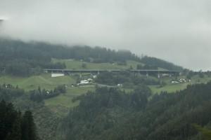 Blick auf die Landschaft mit Brenner-Autobahn