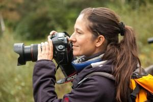 Ulla beim Fotografieren – immer konzentriert und fröhlich